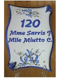 Plaque de maison parchemin en céramique verticale fleurs bleues