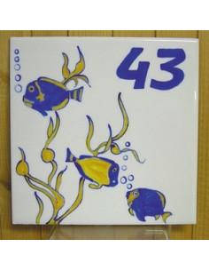 Plaque pour maison carrée décor poisson exotique texte chiffre 43