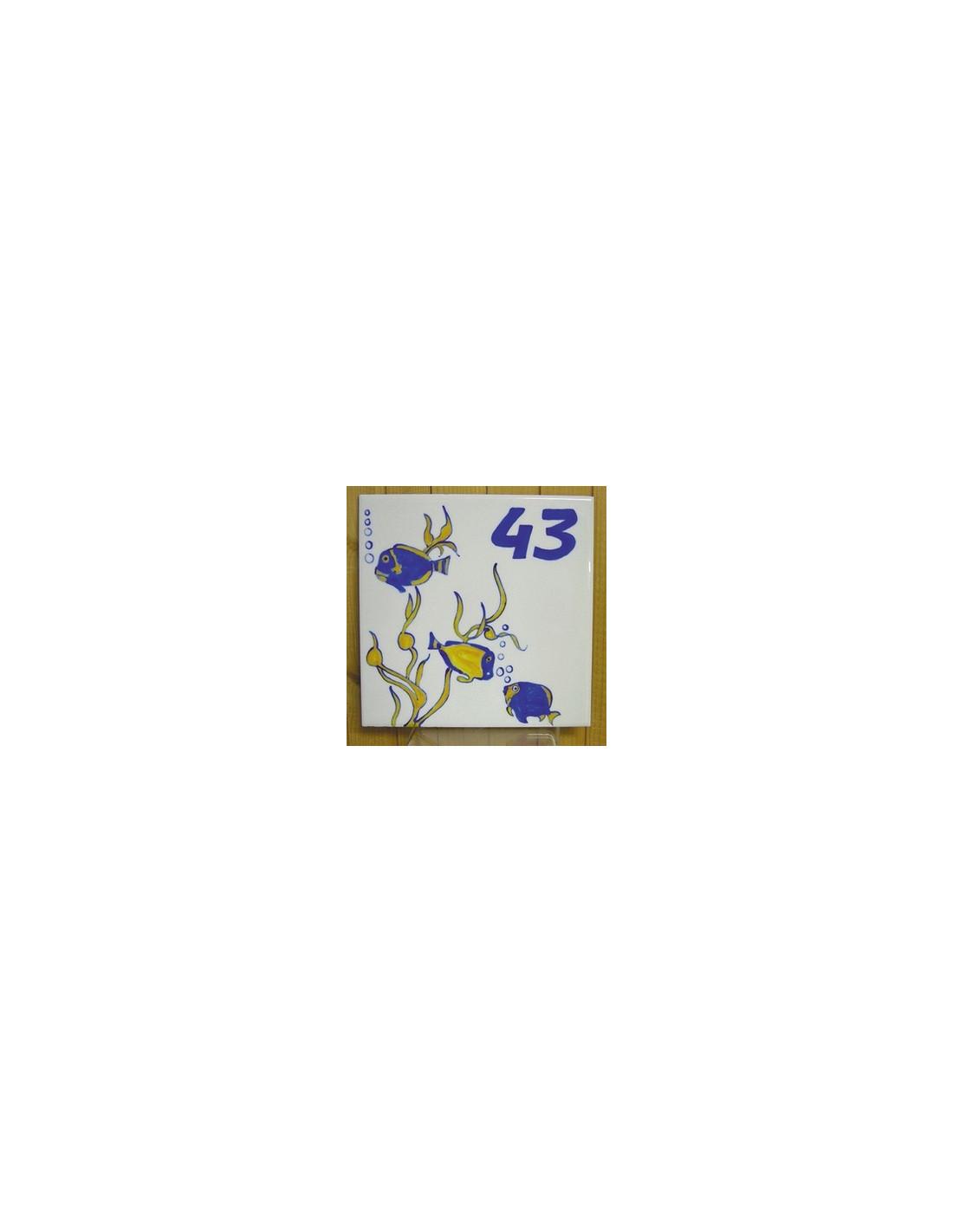 plaque pour maison carr e d cor poisson exotique texte chiffre 43 le petit vallauris. Black Bedroom Furniture Sets. Home Design Ideas