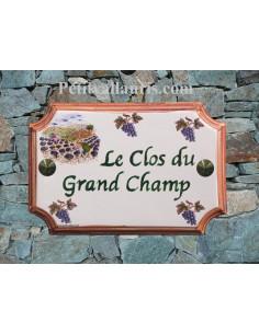 Plaque de Maison rectangle décor récolte des lavandes et grappes de raisin inscription personnalisée verte bord ocre