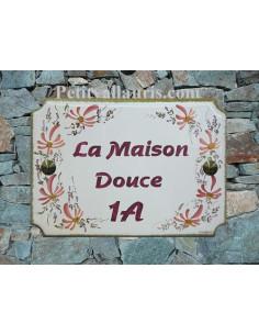 Grande plaque de maison en céramique modèle aux angles incurvés motif artisanal Fleurs roses + texte personnalisé