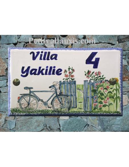Grande plaque de maison rectangulaire 20x33 en céramique motif artisanal Bicyclette et Portail Fleuri + personnalisation
