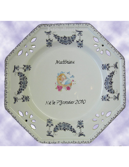 Assiette de naissance modèle octogonale avec personnalisation fleurs guirlandes bleues