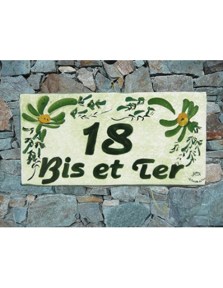 Plaque chiffre de maison faience émaillée décor artisanal fleurs vertes + personnalisation