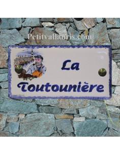 Plaque de maison faience émaillée décor pecheur breton inscription personnalisée bleue