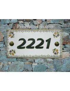Plaque de maison faience émaillée motif petites fleurs polychrome inscription personnalisée verte