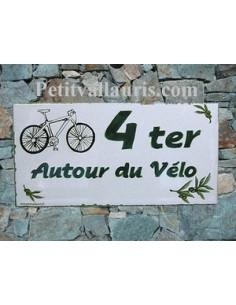 Plaque de maison faience émaillée décor bicyclette et brins d'olive inscription personnalisée verte