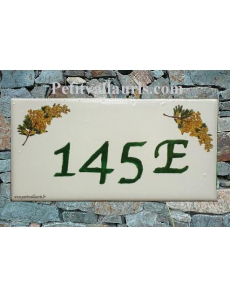 Plaque chiffre de maison faience émaillée décor brins de mimosas + gravure personnalisée