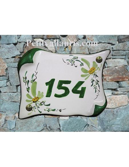 Plaque de Maison en faience modèle parchemin motif artisanal fleurs vertes inscription personnalisée vertes