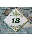 Numéro de rue ou de maison décor fleurs vertes pose diagonale