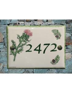 Plaque de maison en faïence motif artisanal Chardon et Pomme de pin texte personnalisé vert