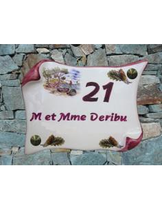 Plaque de Maison en faience modèle parchemin motif calanque et cigales inscription personnalisée prune-grenat
