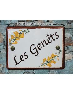 plaque de maison céramique personnalisée décor genêts inscription couleur marron bord rouille