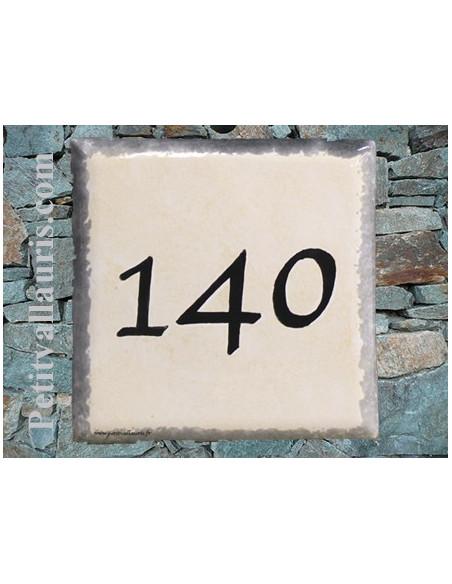 Numéro de maison chiffre noir et bord gris fond jaune d'oeuf pose horizontale