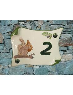 Plaque de Maison en faience modèle parchemin motif artisanal écureuil + inscription personnalisée