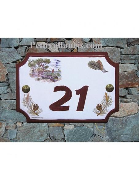 Plaque de Maison en céramique aux angles incurvés motif calanque,cigale et pomme de pin + inscription personnalisée rouge