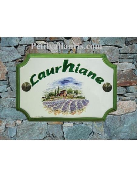 Plaque de Maison en céramique aux angles incurvés motif récolte des lavandes au centre inscription arrondie personnalisée verte