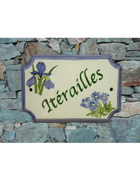 Plaque de Maison en céramique aux angles incurvés motif artisanal les iris et gentiane inscription personnalisée