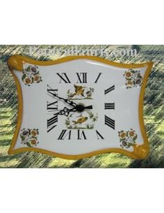 Horloge faïence modèle parchemin décor Tradition Vieux Moustiers poly