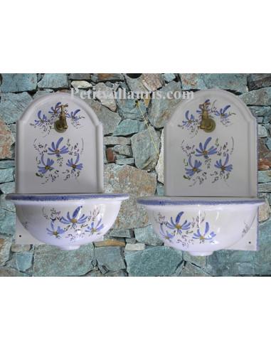 fontaine murale pour toilettes wc et petite salle d 39 eau en c ramique au d cor fleurs bleues. Black Bedroom Furniture Sets. Home Design Ideas