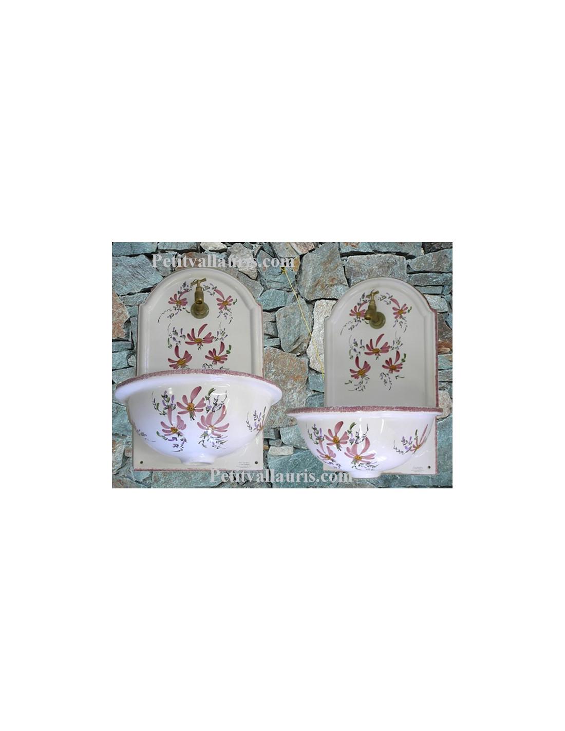 fontaine murale blanche en c ramique d cor artisanal fleurs roses taille 2 le petit vallauris. Black Bedroom Furniture Sets. Home Design Ideas