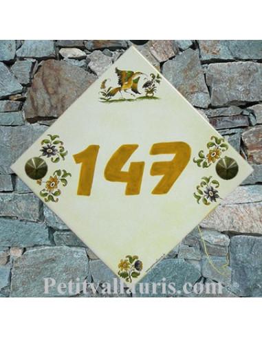 Numéro de Maison fond pierre pose diagonale décor vieux moustiers chiffre orange