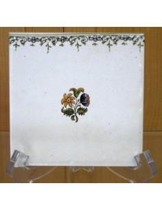 Carreau frise droite petite fleur polychrome décor Tradition Vieux Moustiers
