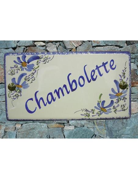 Plaque de Maison rectangle décor fleurs bleues aux angles inscription personnalisée et bord bleue