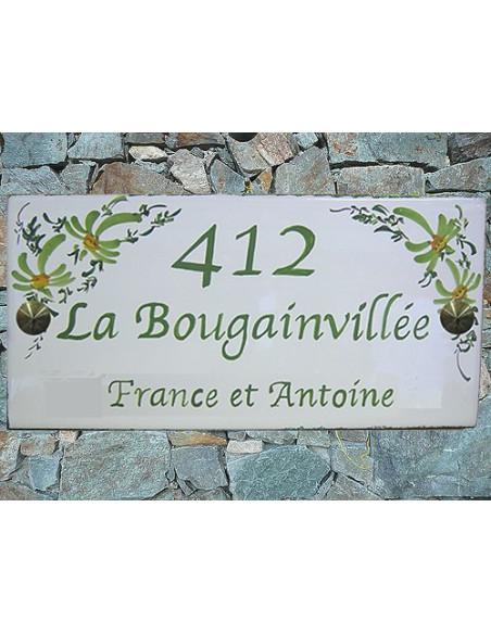 Plaque de Maison en céramique émaillée décor fleurs vertes aux angles + inscription personnalisée