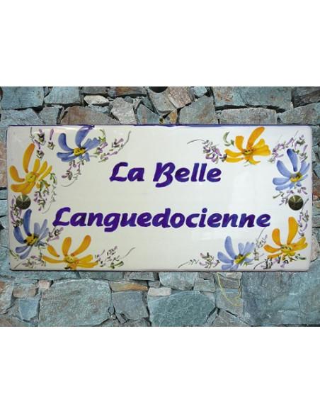 Plaque de Maison en céramique émaillée rectangle décor artisanal fleurs bleues et orangées aux angles + personnalisation
