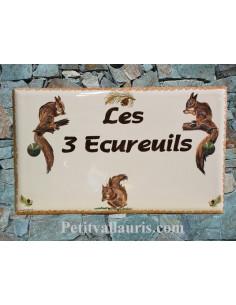 Plaque de maison en céramique décor 3 écureuil