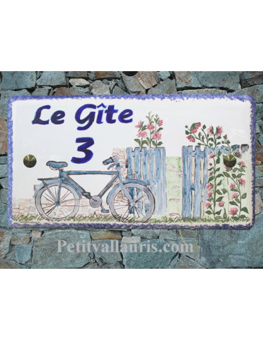 Plaque de Maison rectangle décor personnalisé bicyclette bleue et roses trémières inscription bleue