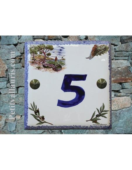 Plaque numéro de maison en faience émaillée motif calanque + chiffre personnalisé bleu