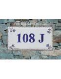 Plaque de maison faience émaillée décor fleurs tradition vieux moustiers bleu inscription personnalisée bleue