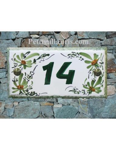 Plaque de maison faience émaillée décor fleurs vertes inscription personnalisée verte