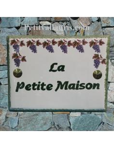plaque pour maison céramique décor grappes de raisin inscription horizontale verte