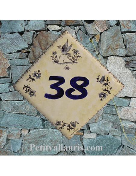 Plaque numéro de Maison en faience couleur du fond jaune pierre décor tradition bleu+ inscription personnalisée chiffre bleu