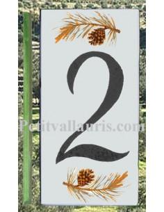 Numero de rue chiffre 2 décor branche et pigne de pin