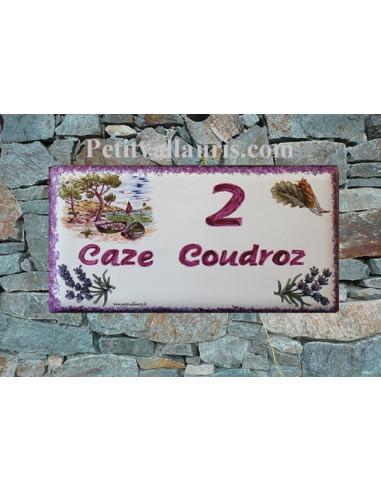Plaque de maison faience émaillée décor calanque provençale inscription personnalisée rose-prune