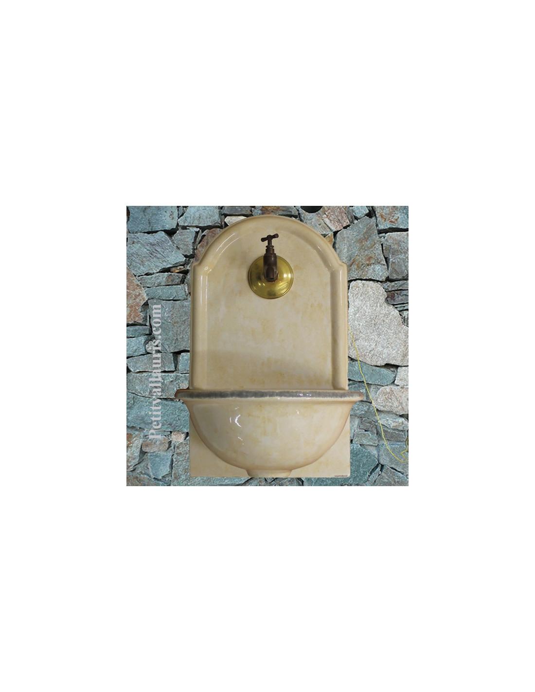 fontaine murale en fa ence teinte couleur paille bord gris le petit vallauris. Black Bedroom Furniture Sets. Home Design Ideas