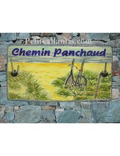Plaque de Maison en céramique émaillée décor artisanal plage et vélo bleu + inscription personnalisée