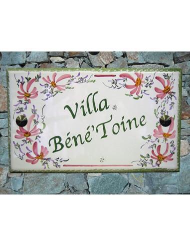 Plaque de Villa rectangle décor fleurs roses aux angles inscription personnalisée et bord vert