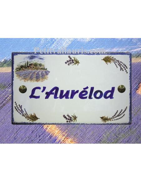 Plaque de Villa en céramique modèle rectangle décor champs et brins de lavandes bord et inscription personnalisée bleue