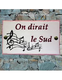 Plaque de Villa rectangle décor gamme de musique inscription personnalisée et bord rose