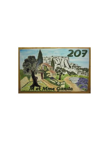 Plaque de Maison rectangle en céramique émaillée décor artisanal motif bastide en pierre et colline + personnalisation