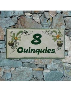 Plaque de maison céramique émaillée décor fleurs vertes fond vert inscription personnalisée verte