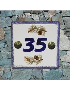 Numéro de rue ou de maison décor pomme de pin pose horizontale inscription bleue