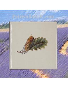 Carreau décor cigale sur fond blanc 10 x 10 cm pose à droite