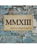 Plaque de maison faience émaillée fond jaune-paille_ton-pierre inscription personnalisée marron