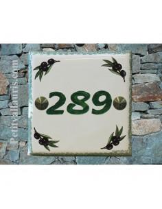 Numéro de Maison pose horizontale décor brins d'olive chiffre et texte vert
